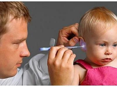 Боль в ушах у ребенка: первая помощь, чем снять