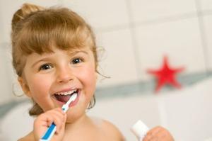 Чистка при смене молочных зубов