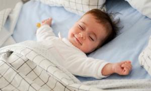 Приучать к кроватке легче, если малыша ничего не беспокоит