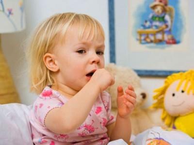 Как успокоить сильный кашель у ребенка ночью