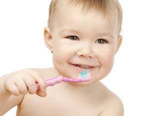 Когда начинать чистить зубы