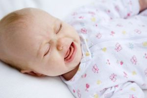 Ребенок просыпается и плачет: причины